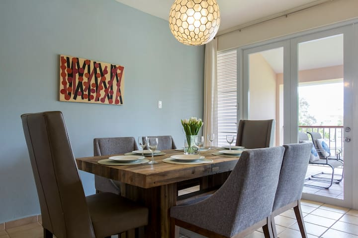 Dining table comfortably seats 6