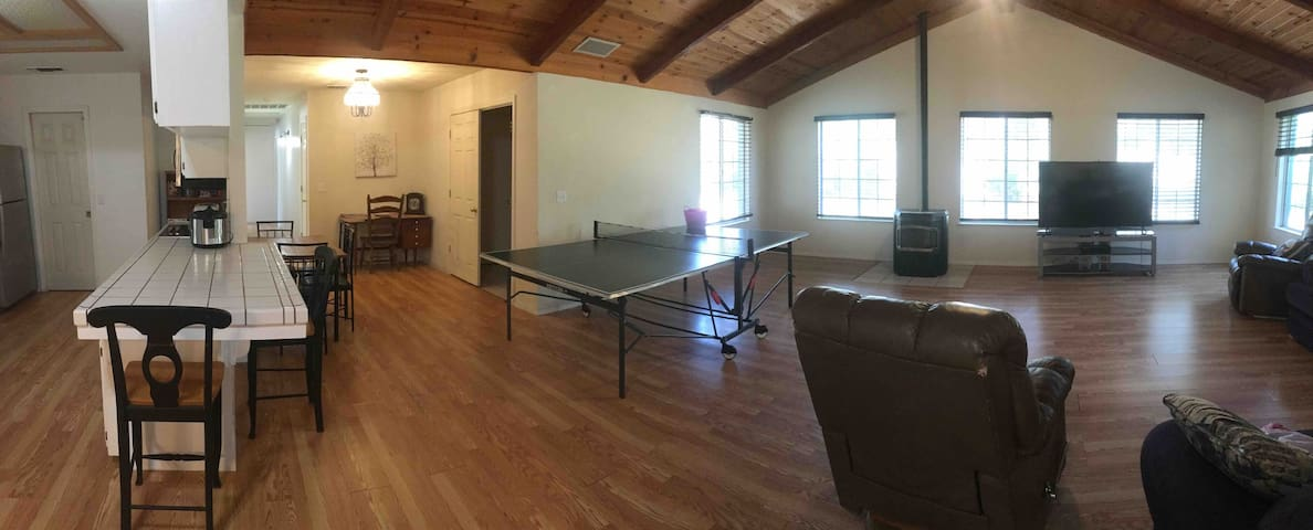 Spacious Home Near Yosemite! Ping Pong, Basketball