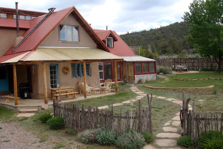 El Rito Retreat near Abiquiu - El Rito - บ้าน