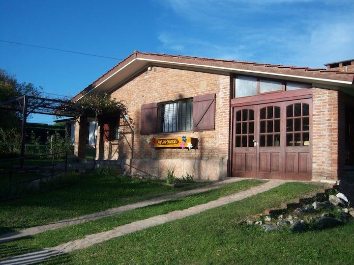 Casa en Villa General Belgrano c/parque de 1400 m2
