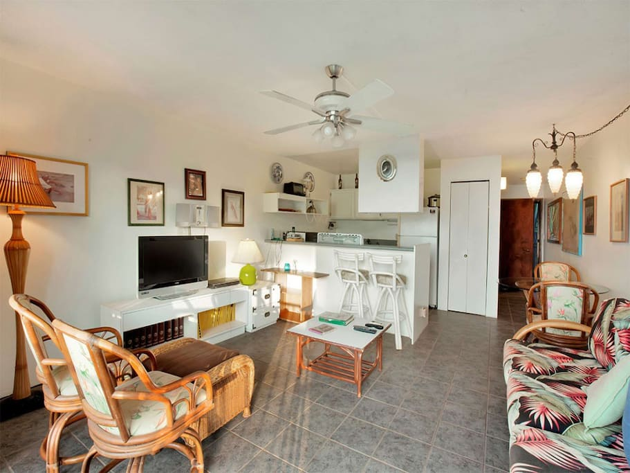 molokai_shores_1of-203_livingroom_2.jpg