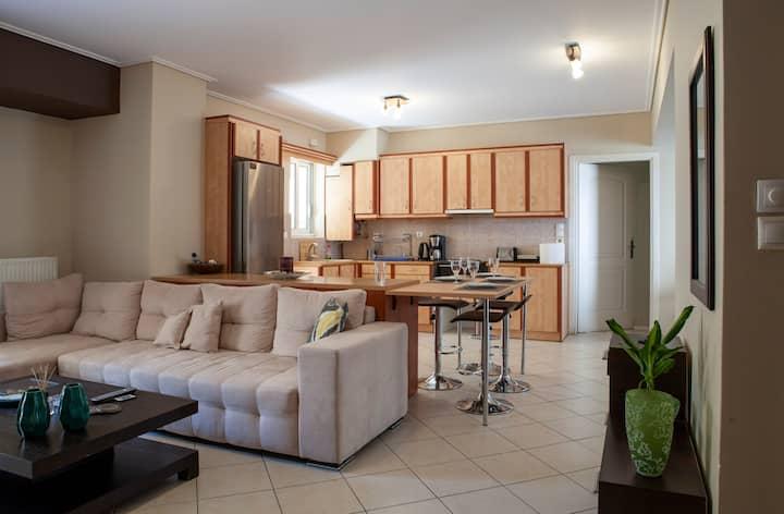 Bright, Spacious & Cozy Acropolis Apartment