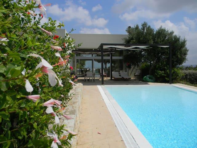 Villa with panoramic views and pool in Crete - เฮราคลิออน - วิลล่า