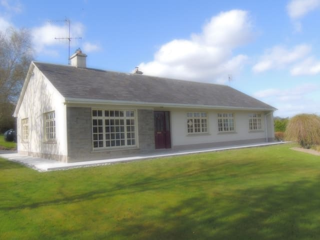 Sunlight Bellfield Country Bungalow - Mountshannon - Bungalov