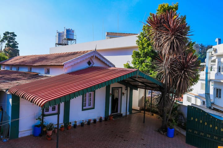 A warm and rustic stay in cold and cloudy Ooty