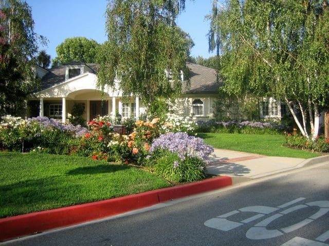 Comfy Rooms in Large House-Glendale