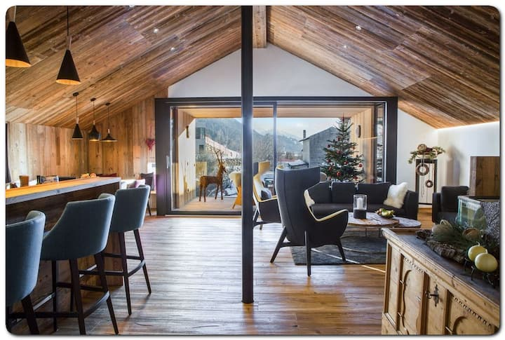 Amazing new built chalet distributed on three levels
