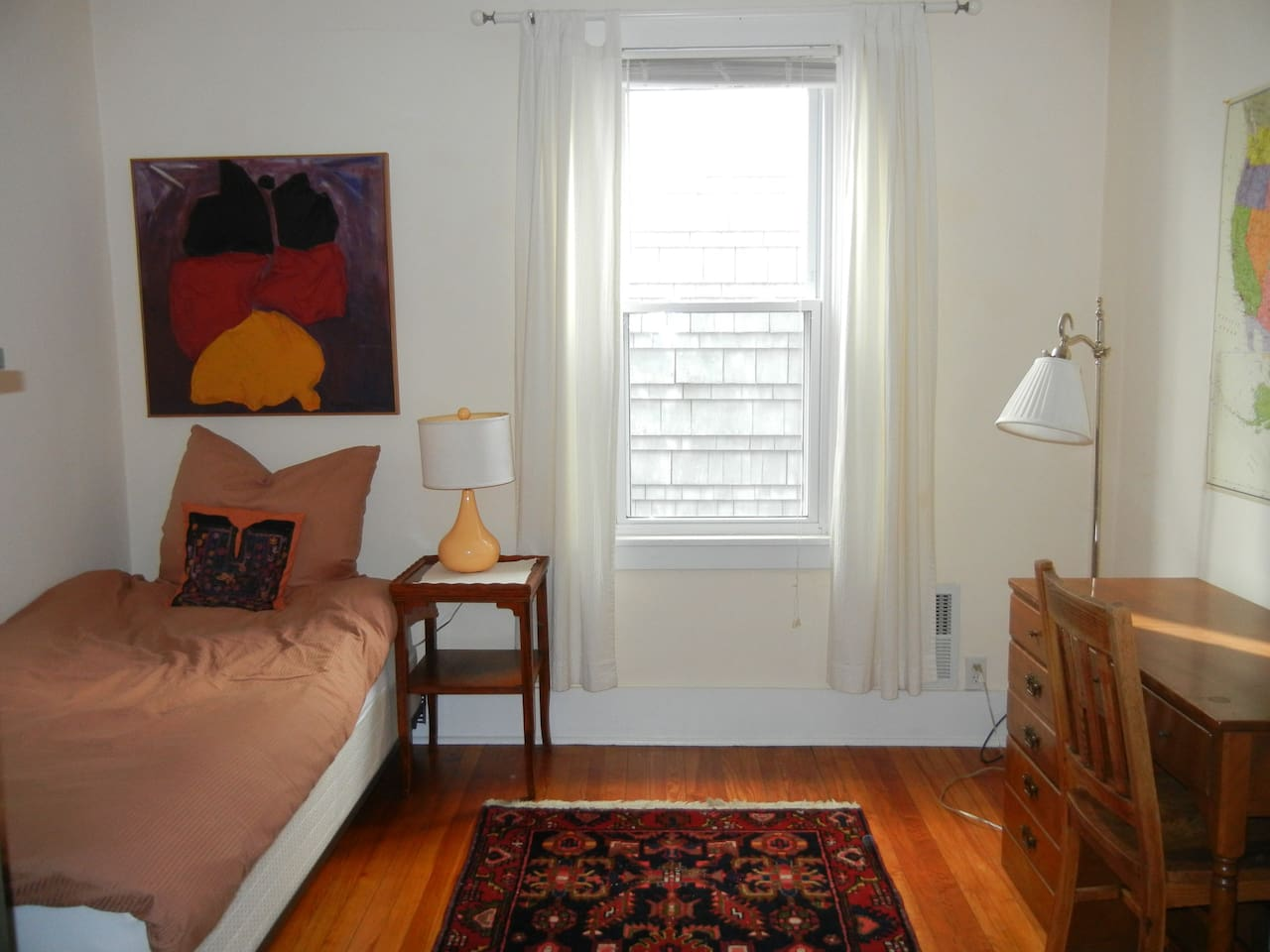 Cute bedroom with a single bed, desk, closet and chest or drawers.  Come and relax or study - the house is quiet.
