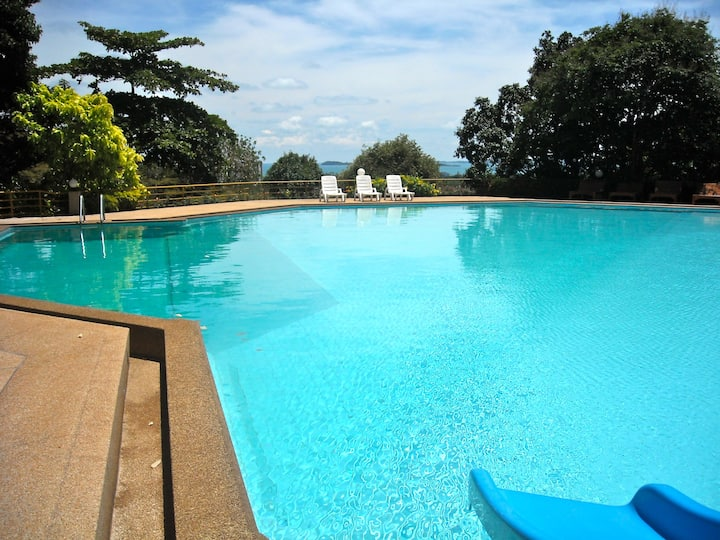 Luxury Oceanview Treetop Condo with Style