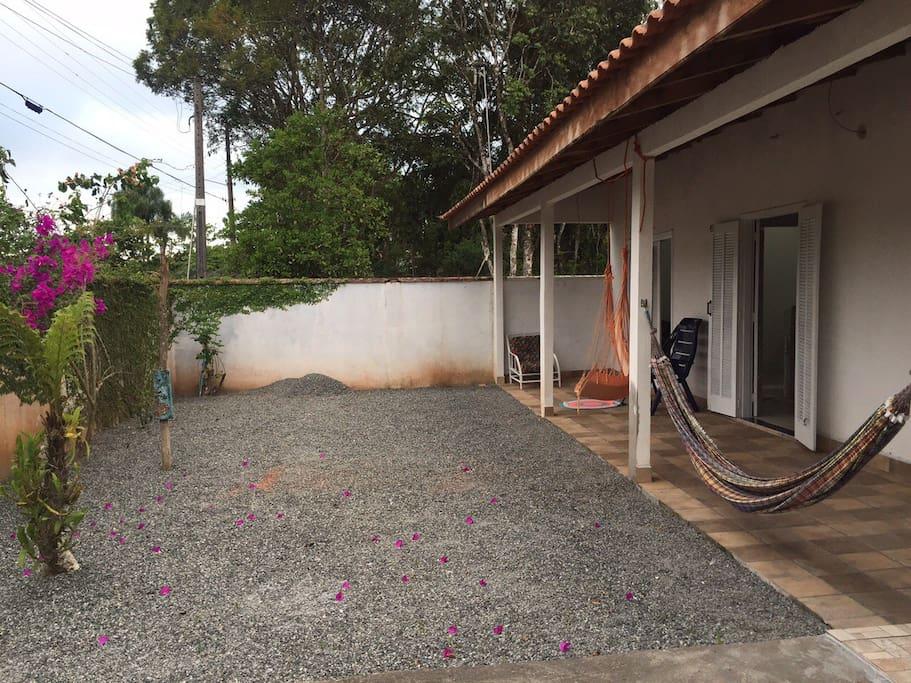Jardim e varanda