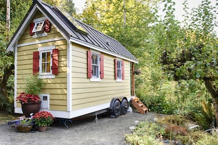 Bright & Cozy Tiny House on the Bay - Olympia - Kabin