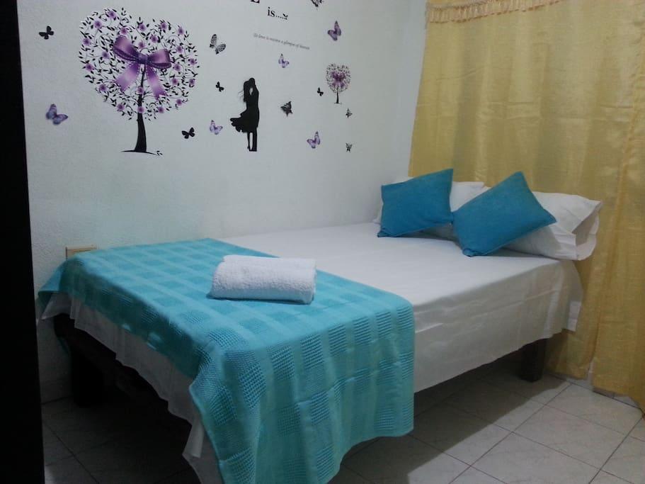 ALCOBA  cama semi-doble con ventilador