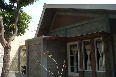 Cozy eco-green house Central Java - Haus