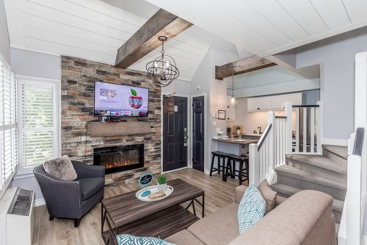 Lofted Rustic Condo with King Bed @ Blue Mountain