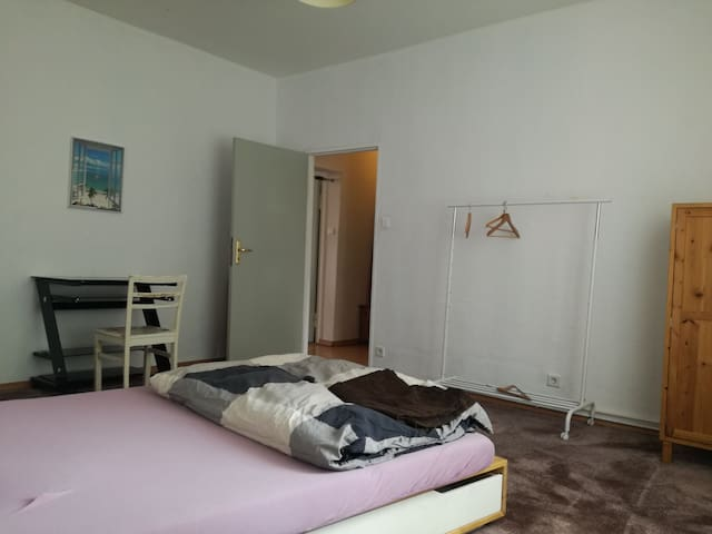 Ruhiges Zimmer zentru (Hidden by Airbnb) ah/ central silent room