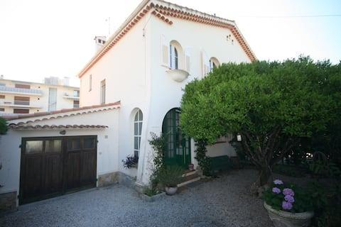 Charming Nicoise style Petite Villa