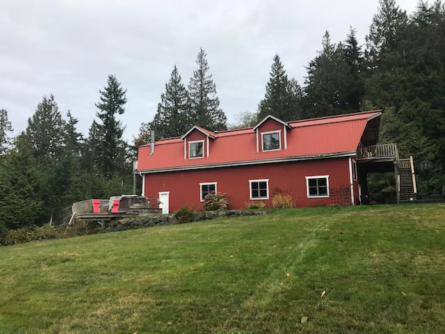 Red Barn Rustic Retreat  Book NOW for a fall trip