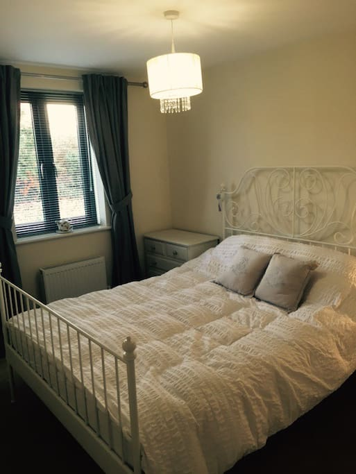 Light and airy private room with en suite
