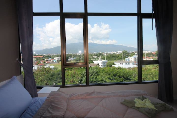 Top floor Two-Bedroom v/ Mountain View (Pool/Gym) - Chiang Mai - Apartament