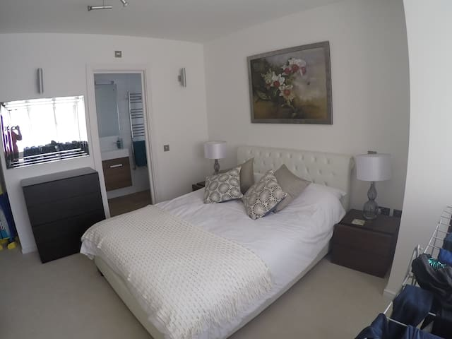 Private Rooms near Brent Cross Shopping Centre