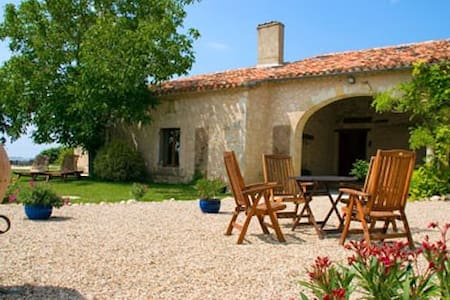 Le Clozet Luxury Bed and Breakfast - Pouy-Roquelaure