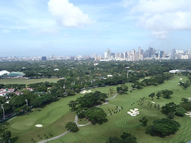 Fairways Tower Condo w/Golf View, WiFI & Cable TV