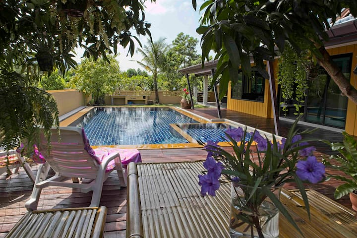 Villa Mamuang. Spacious comfortable pool villa.