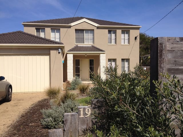 Central Portsea - Comfy, spacious and clean.