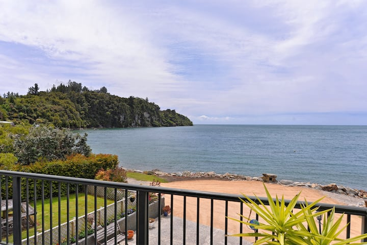 Birdsong Cove, absolute beachfront luxury stay