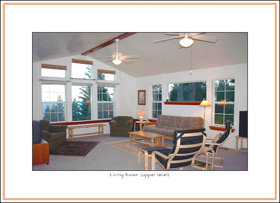 Yosemite SUNSET HOUSE -- Specious Living Room