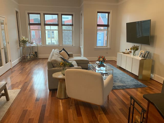 Urban Chic Apartment in the Heart of Shaw