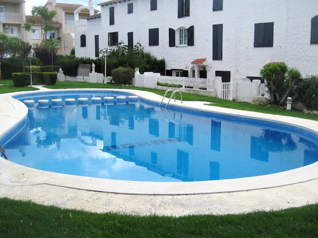 AT190 MOLI DE VENT: House with Airco and community pool. Very quiet area