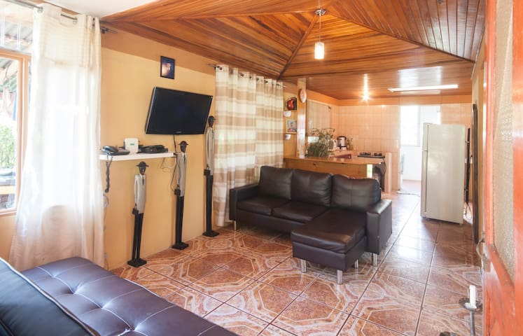 """LA CASITA"" Comfortable Tico Home"