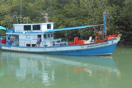 Arnajuk Fishing Trip in Phuket - Kathu - Barca