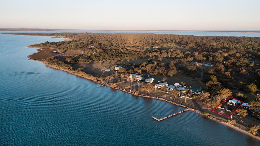 Jetty Views - water views on Raymond Island