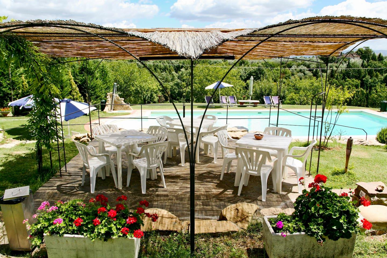 Gazebo con vista piscina