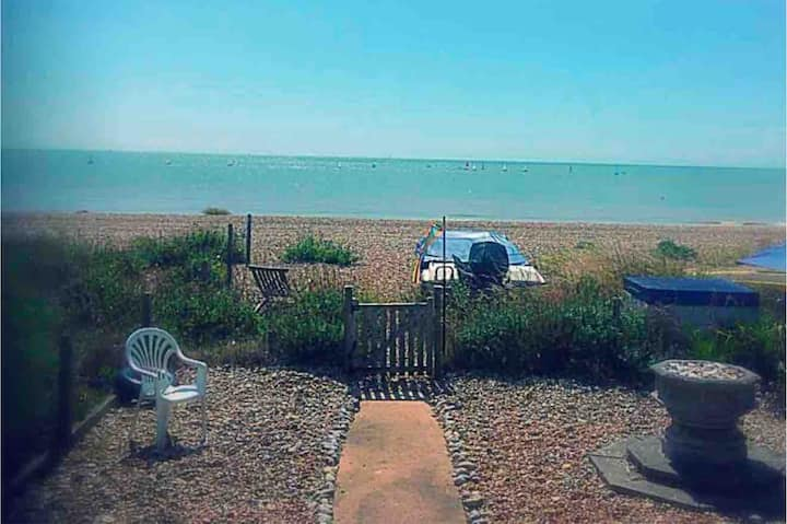 'Tombreck' Pevensey Bay, bungalow on private beach