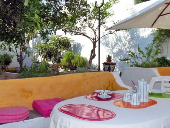 Lovely house w/ private garden in Tavira center