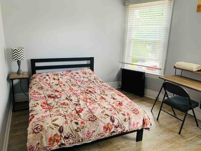 Sunny private cozy room