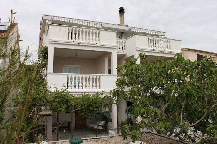 Two bedroom apartment with terrace and sea view Sveti Petar, Biograd (A-6175-c)