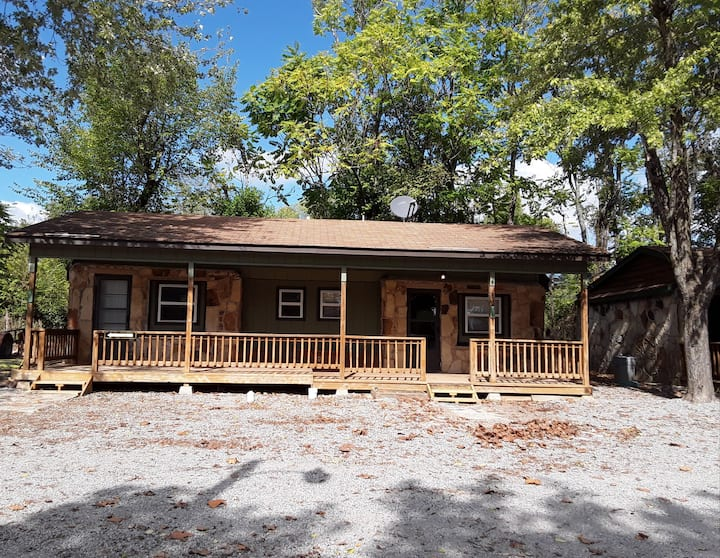 Relaxing Studio Cabin 5 min from Lake Norfork