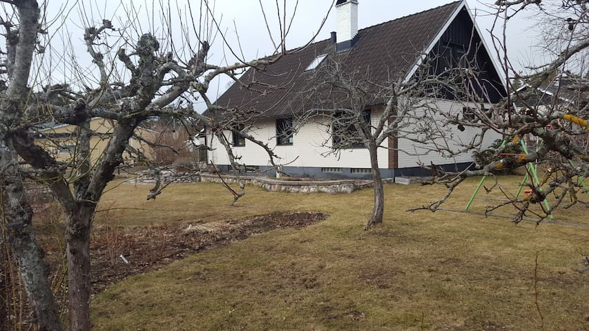 Perfect family house close to water with a garden - Västervik