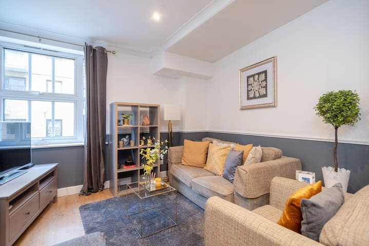 Modern 1 bed, up to 4 guests, Tower Bridge