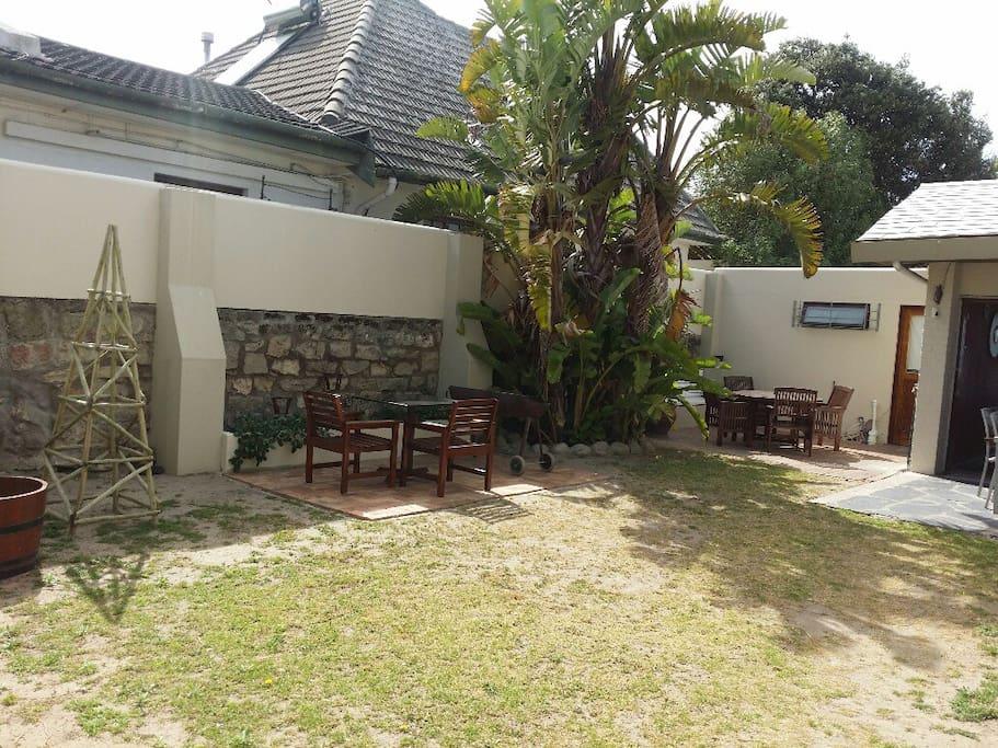 Communal courtyard/braai area