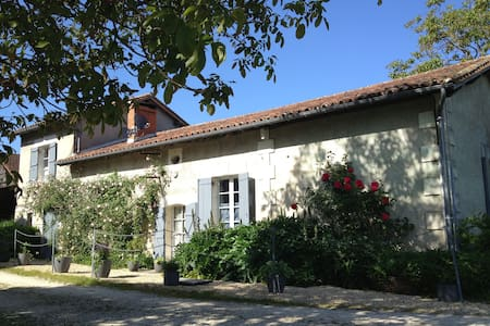 Charming Farmhouse near Aubeterre - Laprade