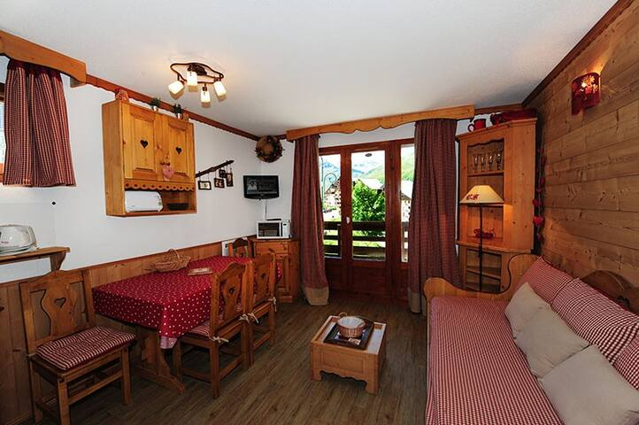 2 room apartment: 24 m² for 4 people.