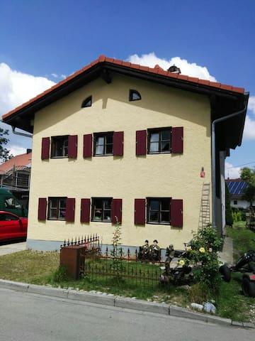 Haus im Voralpenland mit Garten - Landsberg am Lech - House