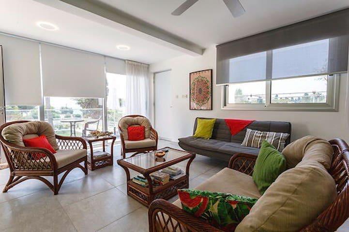 Sea Breeze Coral Bay 1 Bedroom Apartment