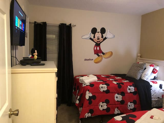 Mickey Room 15 minutes Disney- Orlando Region
