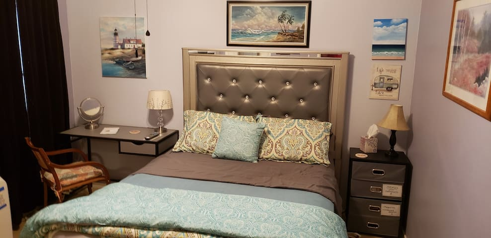 Designer Living at Affordable Price, (queen bed)